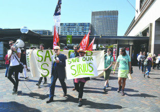 Walking to join the 1,500 protestors that marched to save Sirius – a symbol of Sydney social history and a home to long-term residents.Photo: Melody Taylor