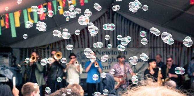 Bubbles at Newtown Festival. Photo: Raisely Images