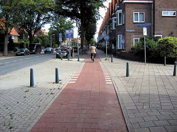 """Car-as-guest"" continuous cycleway, The Netherlands. Photo: Rob Roggema"