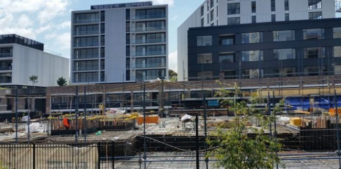 Cowper St construction adjacent to the balconies of public housing units. Photo: Denis Doherty